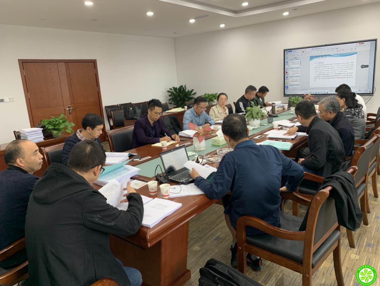 """我公司编制的《开阳县六万头优质商品猪养殖基地建设项目""""三合一""""环境影响报告书》顺利通过专家审查会"""