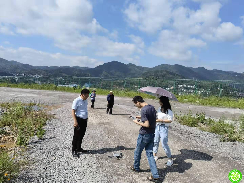 我公司工作人员对盘州福马炭材料科技有限公司年产12万吨针状焦生产线工程项目水资源论证报告工作开展现场勘查及水质取样工作